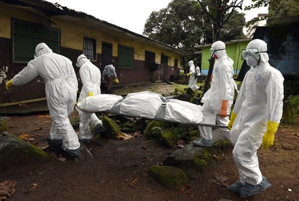 Cuộc chiến của nhân viên y tế trong đại dịch Ebola