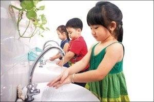 Rửa tay thường xuyên góp phần phòng bệnh chân tay miệng